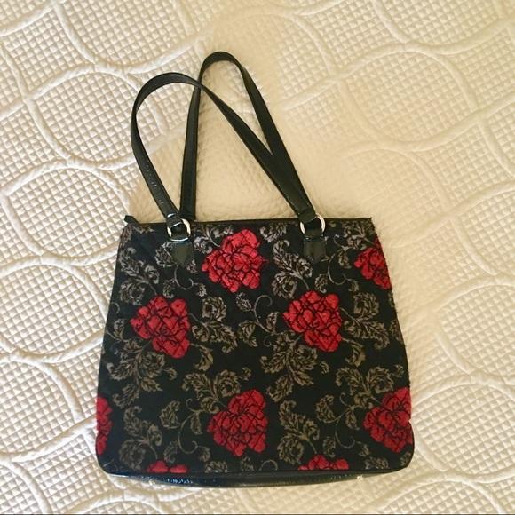 5790cd441b Vera Bradley black and red rose pattern purse. M 5a89e3e1f9e501ea1c663455